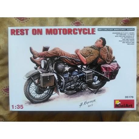 Figruine - MINI ART - REST ON MOTORCYCLE - Echelle 1/35