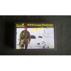 Figurine - CAESAR MINIATURE - WWII GERMAN PARATROOPER - Echelle 1/72