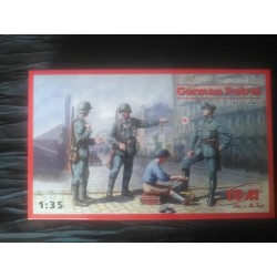 MAQUETTE FIGURINE ICM - REF 35561- GERMAN PATROL 1939 1942 - ECH 1/35