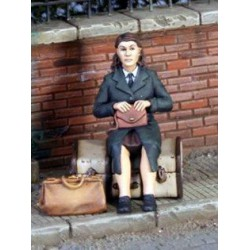 FIGURINES NEMROD - Femme civil Juin 1944 avec valises -REF N35088 - ECH 1/35