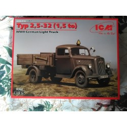 MAQUETTE BLITZ ICM 35401 TYP 2,5-32 (1,5 TO), WWII GERMAN LIGHT TRUCK 1:35